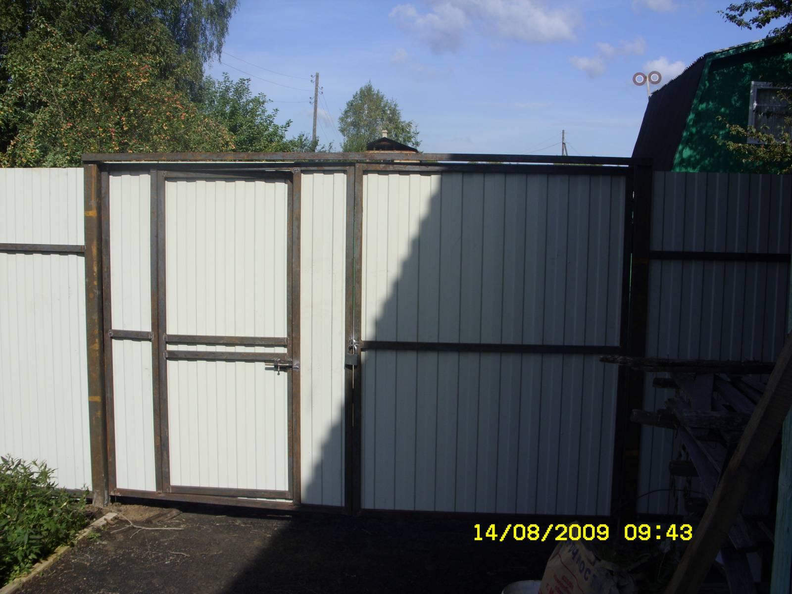 Купить ворота с калиткой для дачи из профнастила направляющий рельс для сдвижных ворот